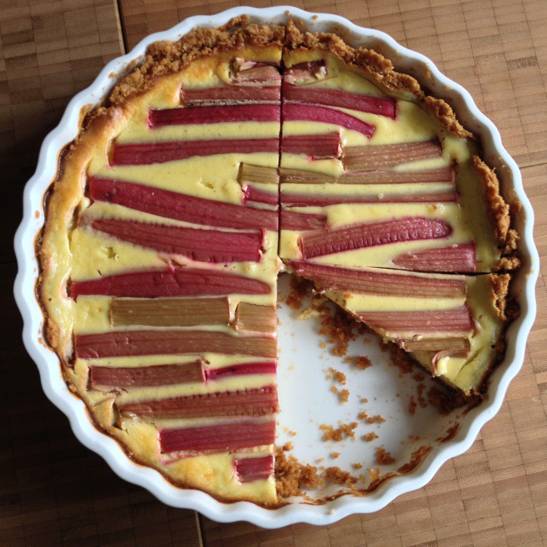 eine total weiche, cremige, krümelige rhabarber-tarte…