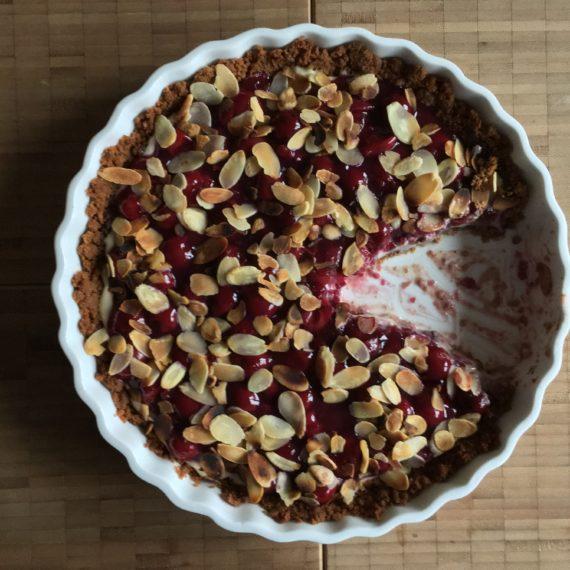 a messy tart: spekulatius & chocolate & morello cherries & vanilla custard